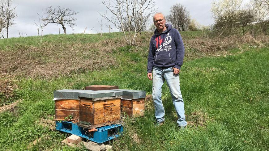 Sur 75, il ne reste que dix ruches à René Mounier. Un coup dur pour cet apiculteur amateur, passionné depuis une trentaine d'année.