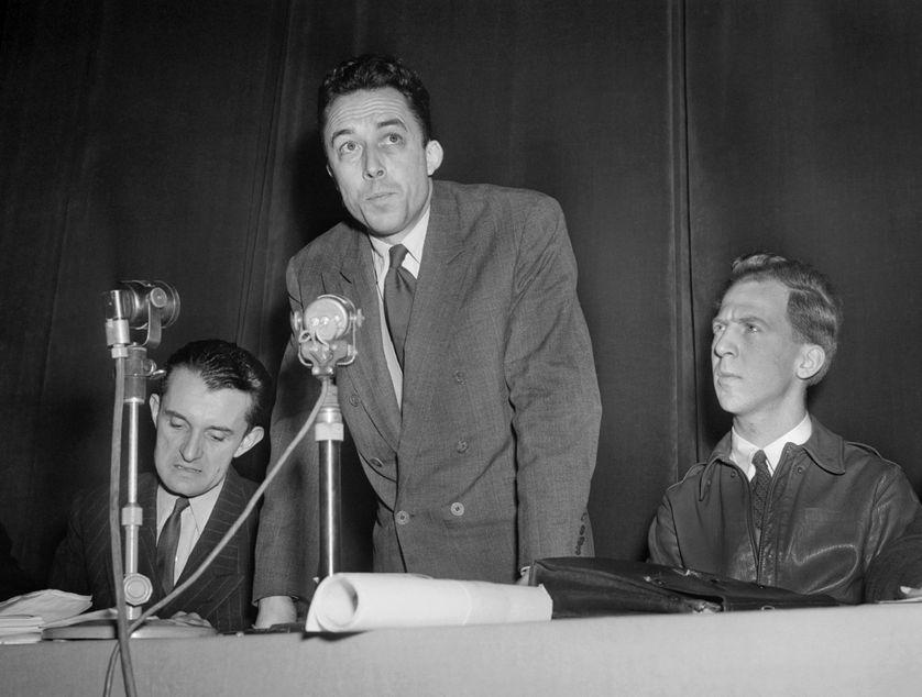 Albert Camus, en 1948, à la salle Pleyel, à Paris