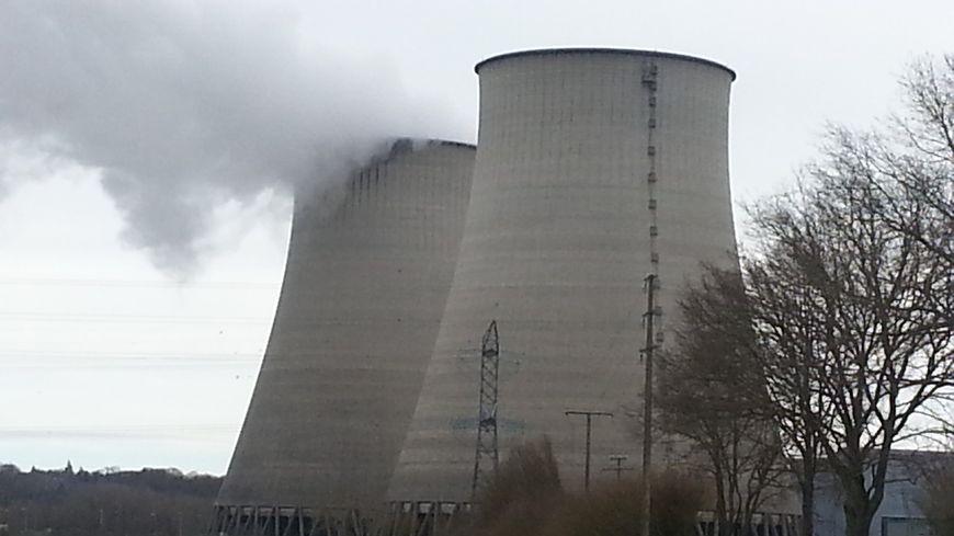 Les deux réacteurs de la centrale nucléaire de Belleville sur Loire