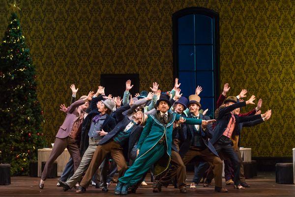 """Le Comte Juliano (François Rougier) et ses amis (Acte II, scène 4 : """"Réveillons ! Réveillons l'amour et les belles !"""")"""
