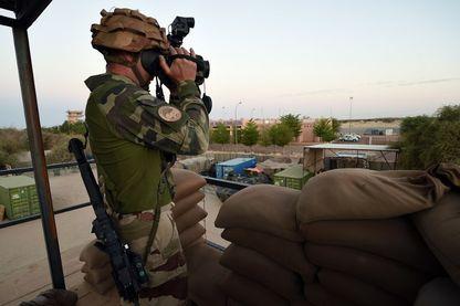 Soldat français de l'opération Barkhan. Samedi 14 avril 2018, une attaque djihadiste a visé le «Super Camp» de l'ONU et des forces françaises à Tombouctou, dans le nord du pays.