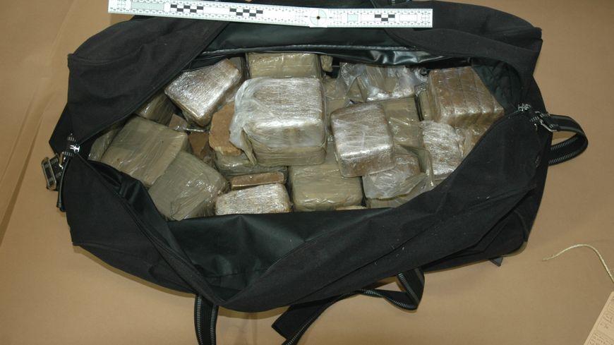 Près de 45 kg de résine de cannabis ont été saisis.