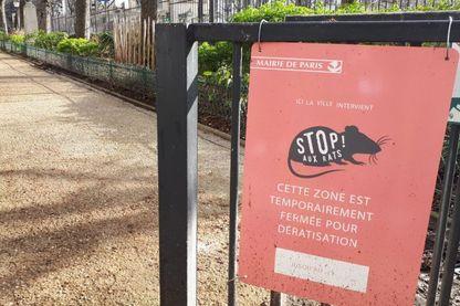 A l'entrée du parc Henri-Roussel à Paris, fermé depuis le mois de novembre pour dératisation.