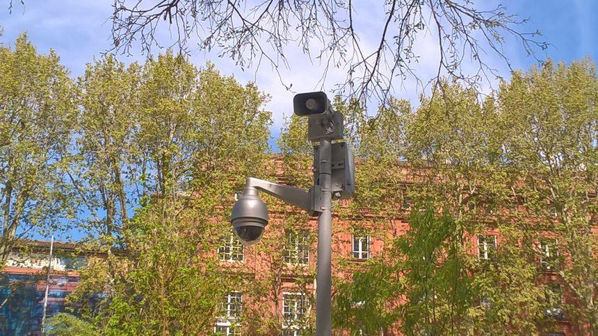 Des hauts-parleurs similaires seront installés cours Dillon, place St Pierre et place Occitane.