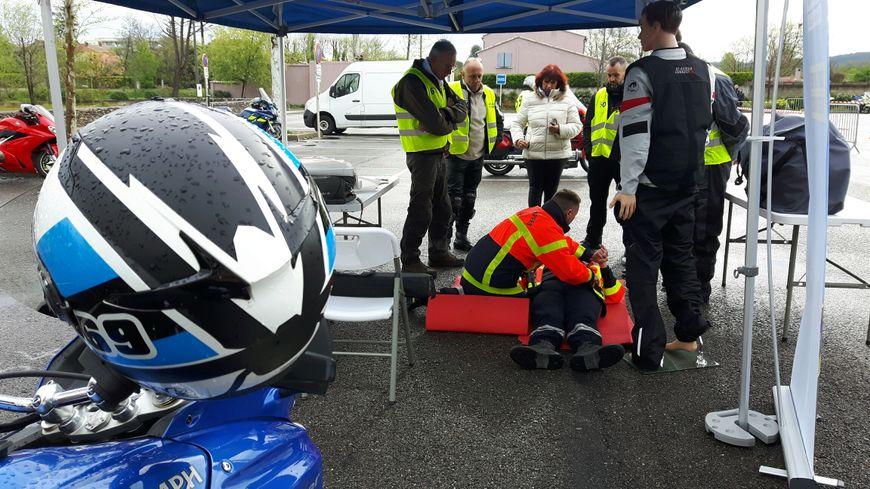Un rappel très pratique des premiers secours adaptés aux motards