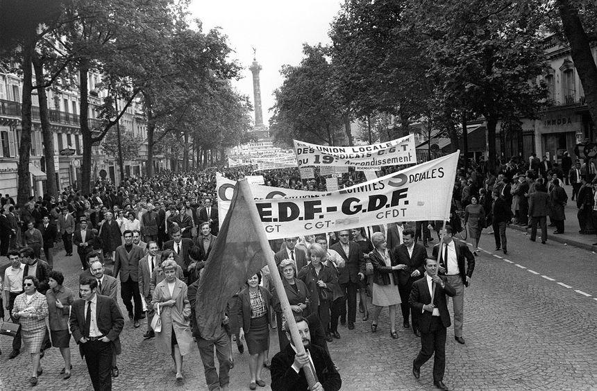 des employés d'EDF-GDF participent à une manifestation, le 24 mai 1968.