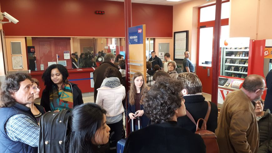 Des passagers déja nombreux lundi  en gare  de Laroches Migennes