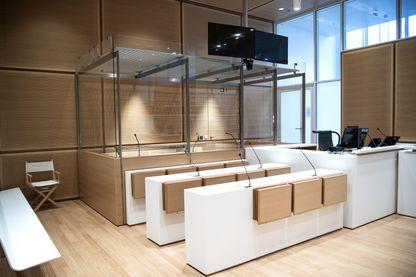Les box en verre du nouveau palais de justrice des Batignolles, à Paris