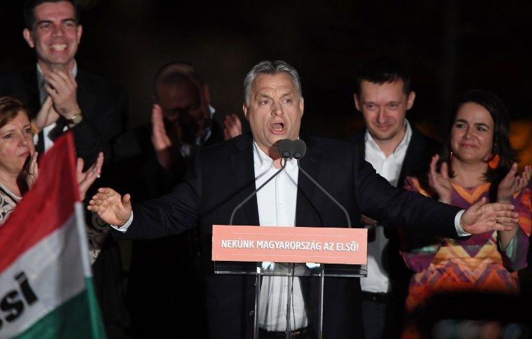 Viktor Orban a fêté sa victoire avec ses partisans sur les bords du Danube à Budapest