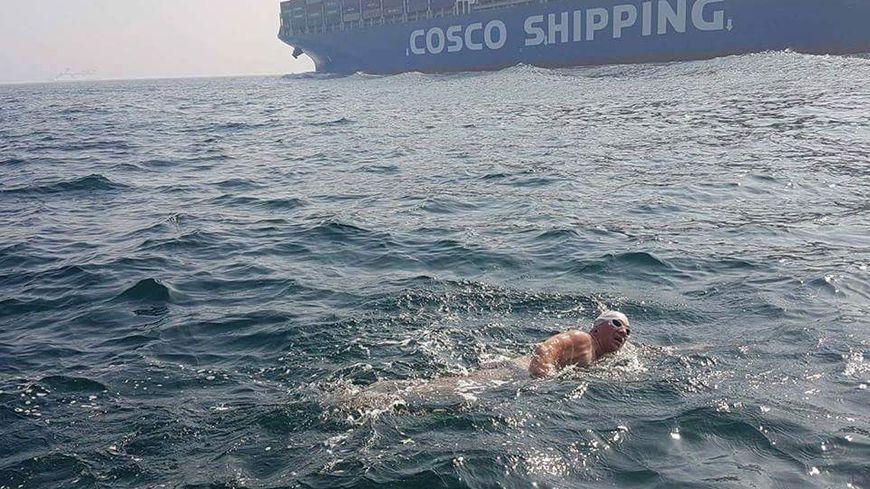 Traverser la Manche en ùmaillot de bain en avril : un exploit !