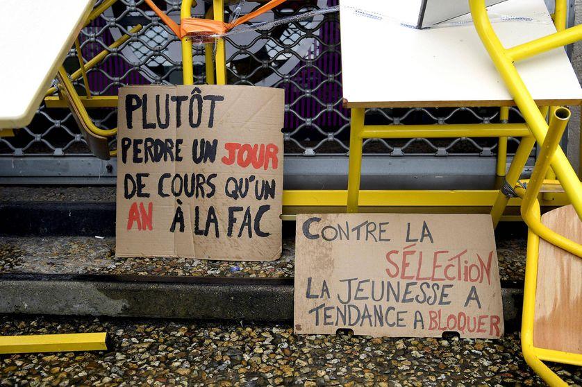 Des étudiants ont bloqué la Faculté de Rennes 2 pour demander les retraits de la réforme sur l'accès à l'université et du projet d'un nouveau bac (01.02.18)