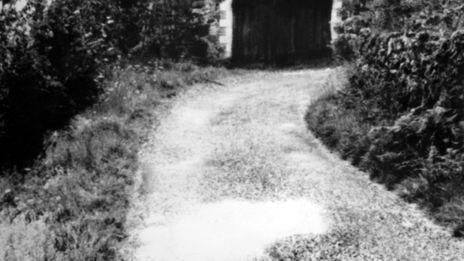 1977 : la petite route de Niegles où Cyprien Malosse et son fils Roland ont été abattus par Pierre Conty, quelques heures après qu'il ait tiré sur le gendarme Dany Luczac.