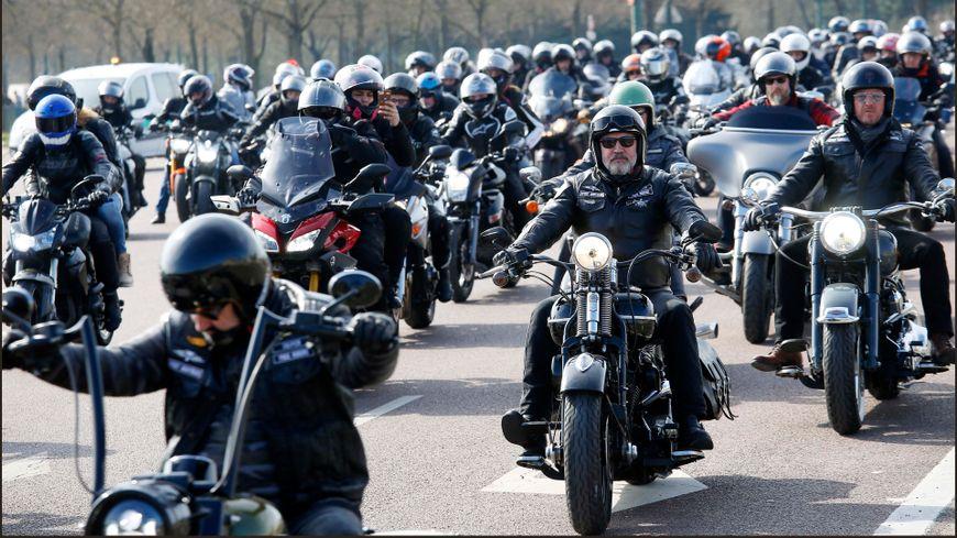 Manifestation de la Fédération Française des Motards en Colère contre la limitation de vitesse a 80 km/h le 24 mars.