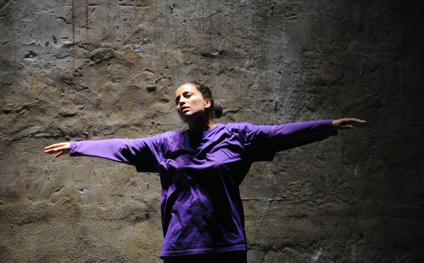 """Nacera Belaza dans """"Le Cri"""", répétition à Avignon en juillet 2009"""