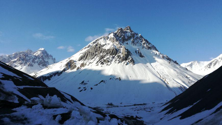 Une femme décède en chutant à ski en Savoie sur la commune de Valloire