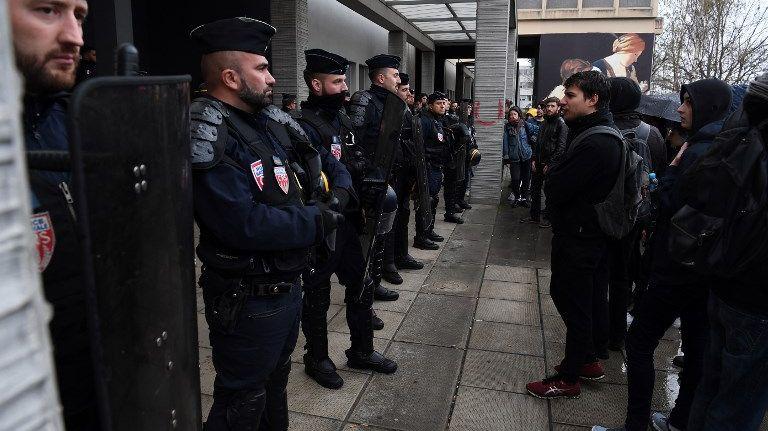 """Résultat de recherche d'images pour """"evacuation université Paris Nanterre"""""""