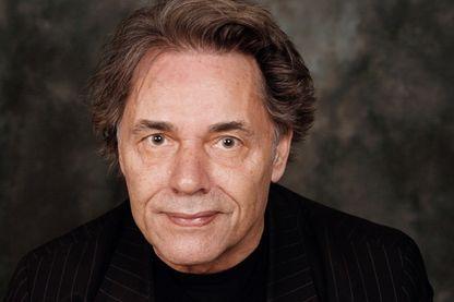 Yves Simon, auteur-compositeur-interprète et écrivain le 6 avril 2008 à la Cité de la Réussite à Paris.