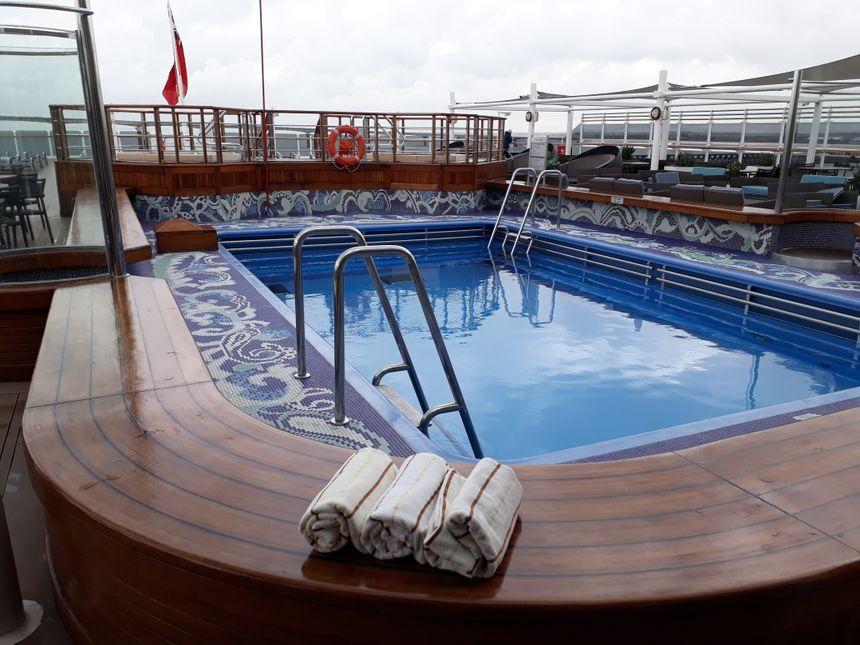 Il y a 3 piscines sur le Queen Victoria, chacune avec deux jacuzzis