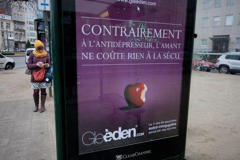 Une photo prise le 24 février 2012 montre une publicité pour le site de rencontre extra-conjugale Gleeden