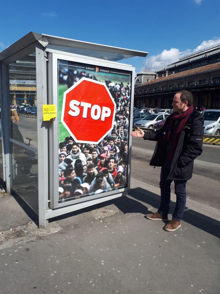 Adam Schonberger, responsable de l'association juive Marom, à Budapest, s'indigne de la campagne anti migrants du gouvernement