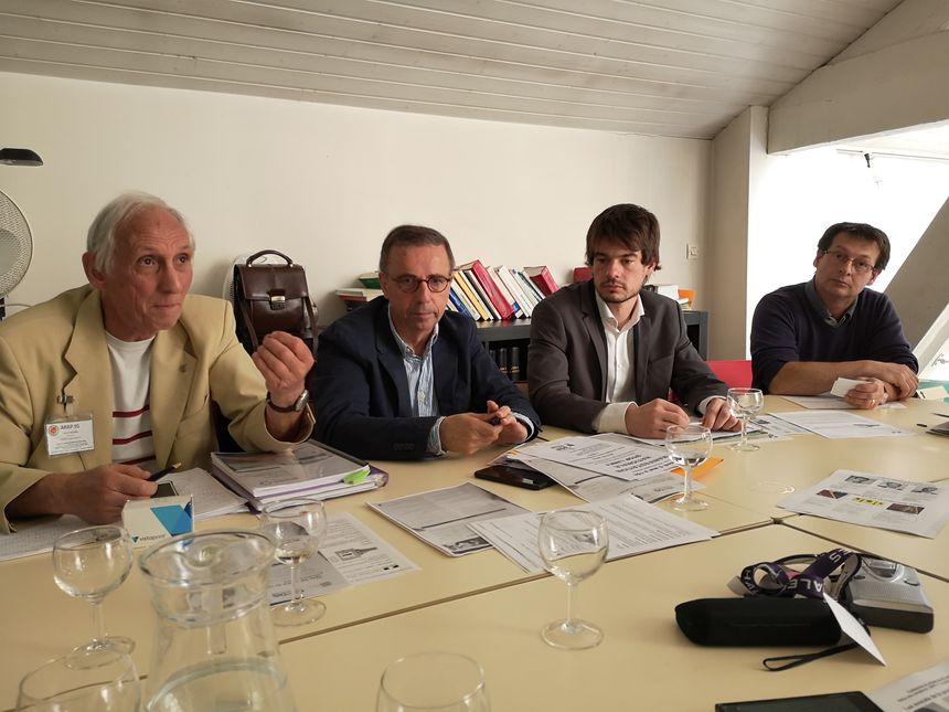 Les anti-Linky lors de la conférence de presse à Bordeaux, ce mercredi.