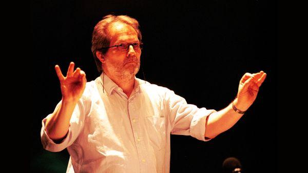 Peter Eötvös dirige l'Ensemble Intercontemporain et le percussionniste Gilles Durot