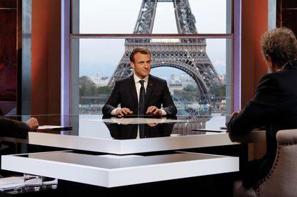 Interview du président français par les journalistes de RMC-BFM et de Mediapart, au Théâtre national de Chaillot (Paris), le 15 avril 2018
