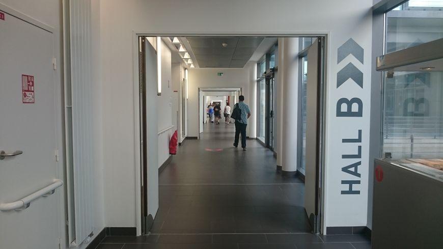Couloir du CHU de Dijon.