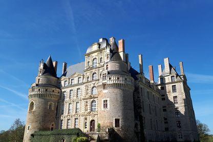 Le château de Brissac propose deux chambres d'hôtes