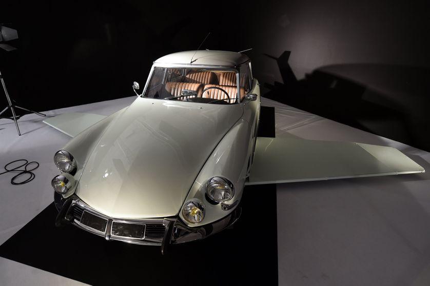 La voiture de Fantomas, DS 19 (1964)