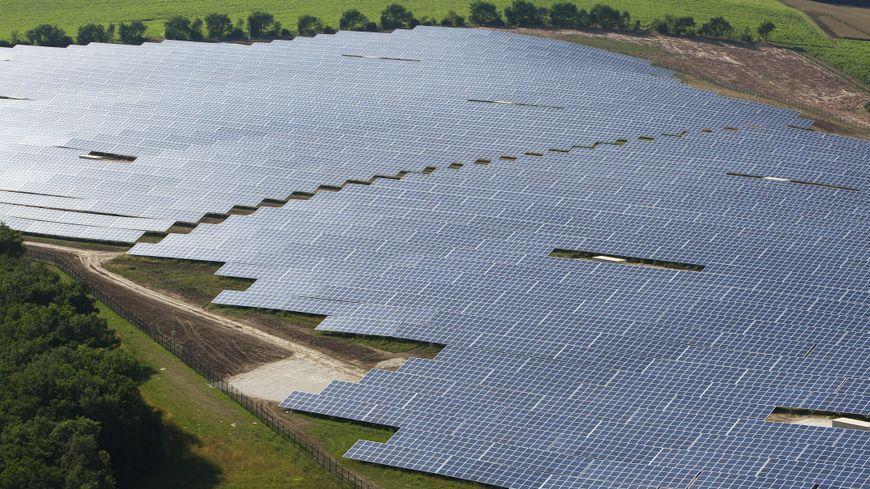 La centrale photovoltaïque au sol de Saint-Clar de Lomagne dans le Ger.