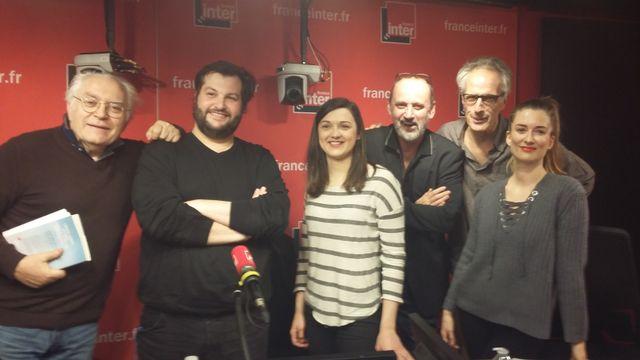 """""""Vous Les Femmes"""", de gauche à droite : Albert Algoud, Xavier Monferran, Blandine Dancette, Daniel Morin, Hervé Pauchon, Diane Ducret"""