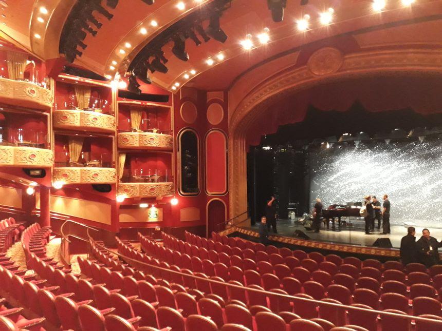 Le Royal Court Theatre, véritable théâtre à l'italienne avec ses 756 sièges en velours rouge et ses 28 loges