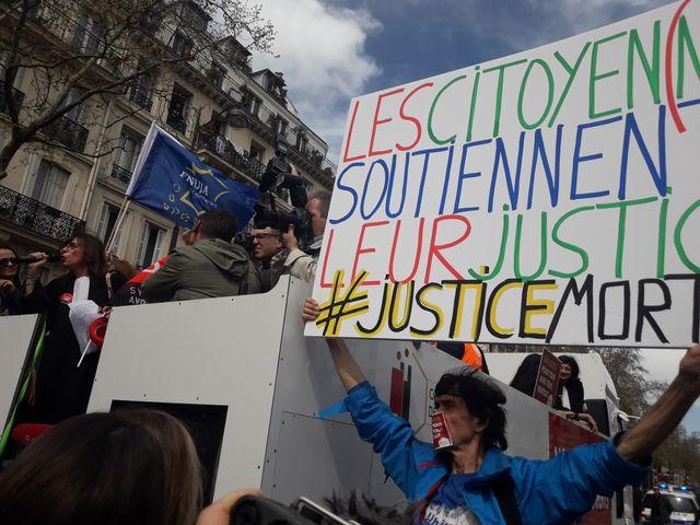 Les avocats en grève dans Paris