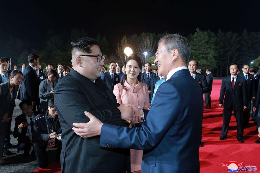 Kim Jong Un & Moon Jae-in, lors de la cérémonie de clôture de leur rencontre, à Panmunjom
