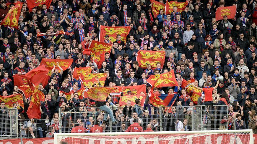 Le MNK96 rassemble un milliers de supporters du Stade Malherbe Caen.