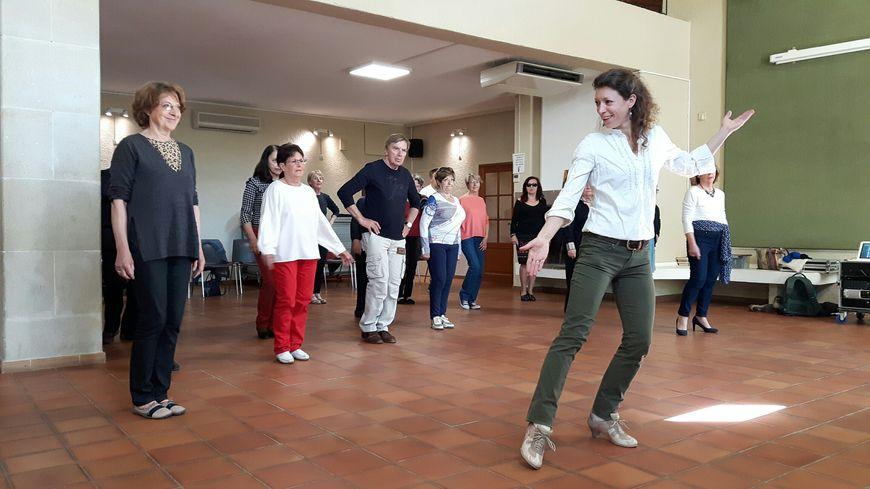 En plein atelier de tango thérapie à Pertuis