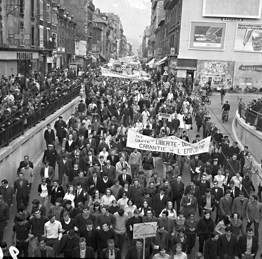Manifestation Cours Berriat à Grenoble en mai 68