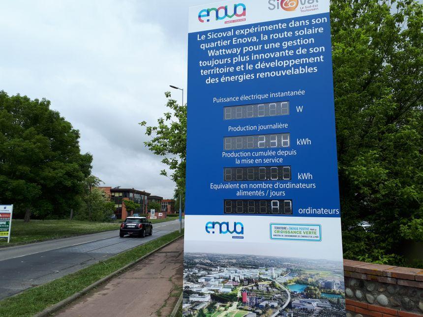 Un panneau d'affichage donne des infos en temps réel sur la production d'énergie.
