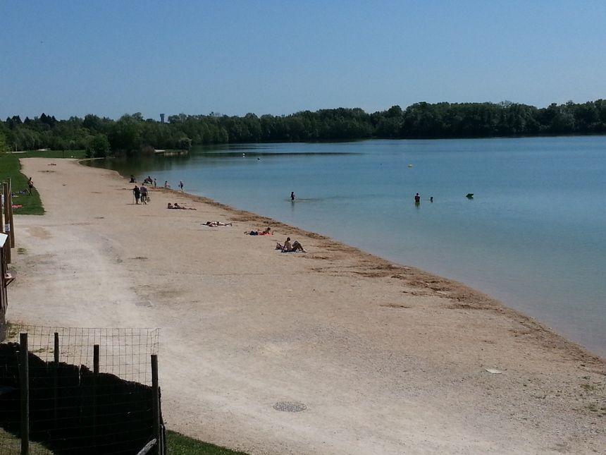 A partir du 3 juin, quatre maîtres-nageurs seront chargés de la surveillance du plan d'eau d'Arc-sur-Tille - Radio France
