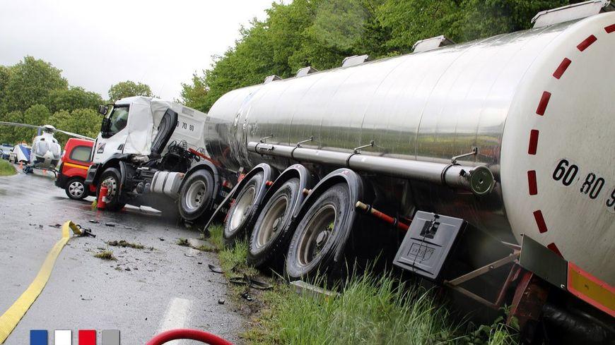 Le camion-citerne à l'origine de l'accident.