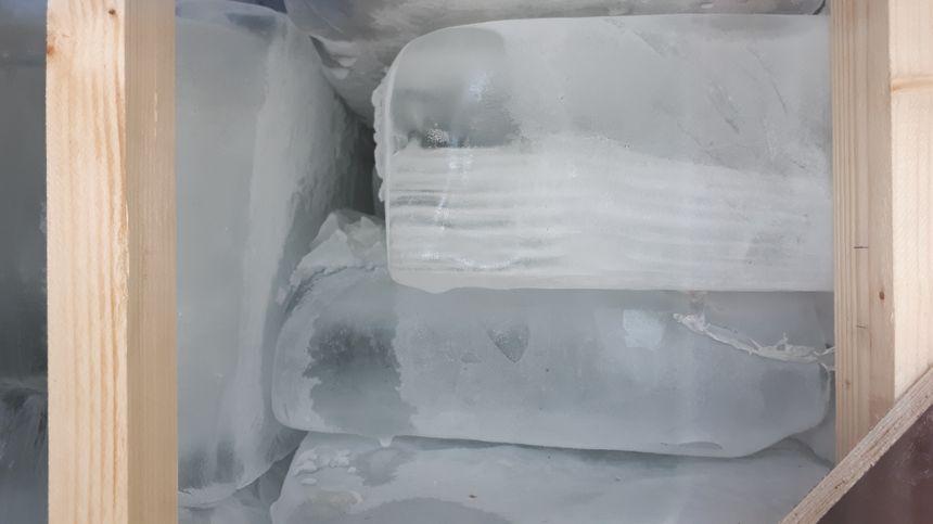 Le mètre cube de glace est composé de plusieurs dizaines de pains qui totalisent un poids d'une tonne.