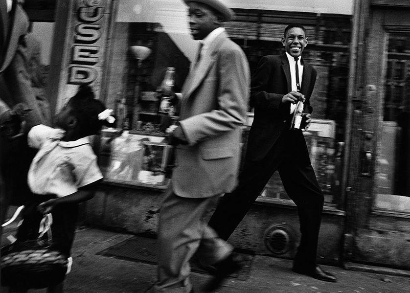 """William Klein, """"Moves + Pepsi"""", Harlem, New York, Etats-Unis, 1955"""