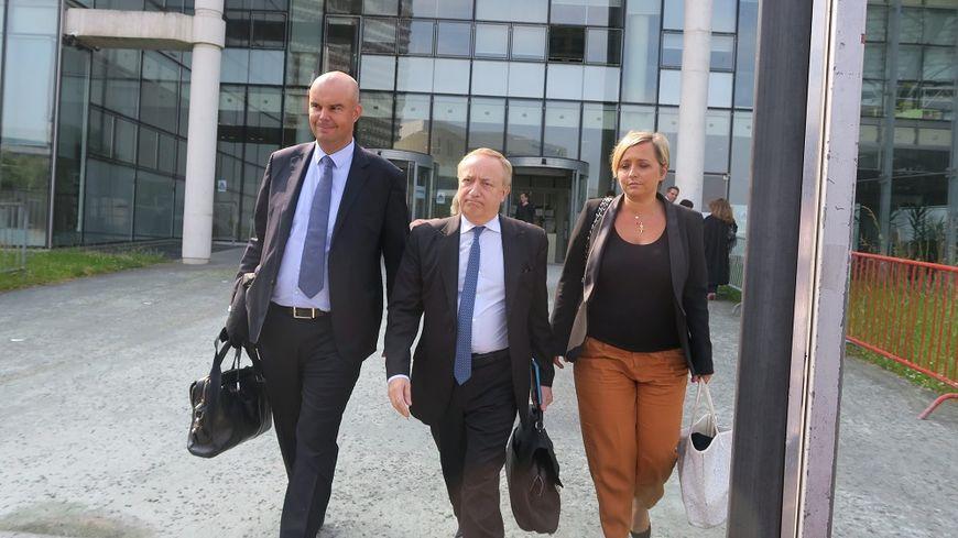 Emmanuel Ravanas, avocat de Laura Smet, Carine Piccio et Pierre-Jean Douvier, avocats de David Hallyday, à la sortie du tribunal de Nanterre.
