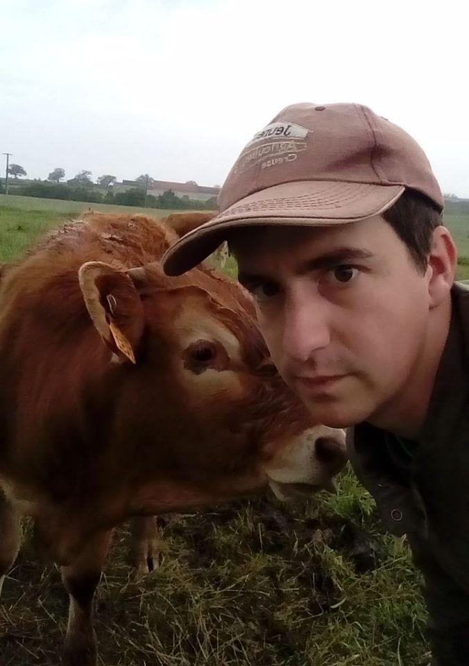Sur Twitter et Facebook, le mot-clé #jaimemesanimaux s'accompagne d'un selfie avec une vache, une poule ou un mouton.