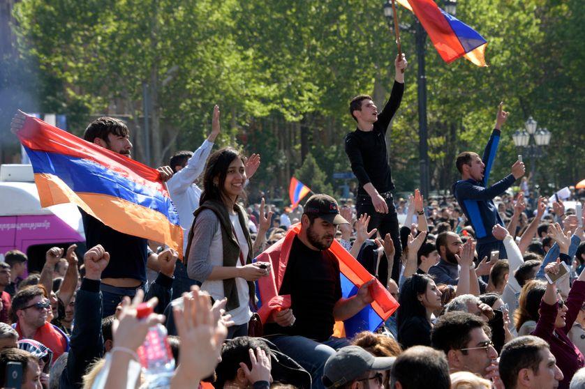 Des Arméniens célèbrent leur victoire et le renversement du Premier ministre Serge Sarkissian