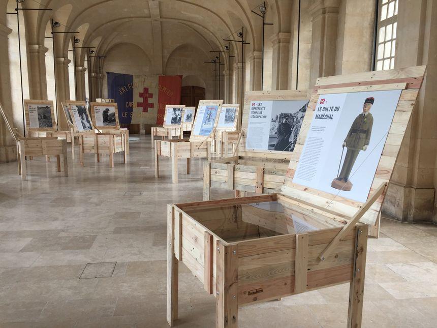La salle où sont exposés les objets est en elle-même tout un symbole : c'est là que 3000 Caennais ont trouvé refuge pendant les bombardements.