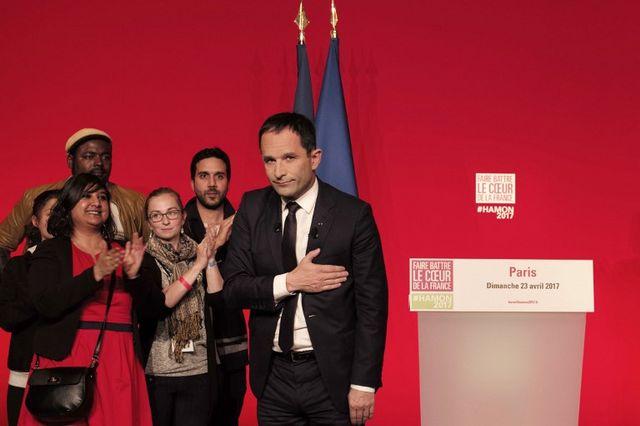 Benoît Hamon fait un discours à la maison de la Mutualité le 23 avril 2017, juste après que se soient fait connaître les résultats du premier tour de l'élection présidentielle