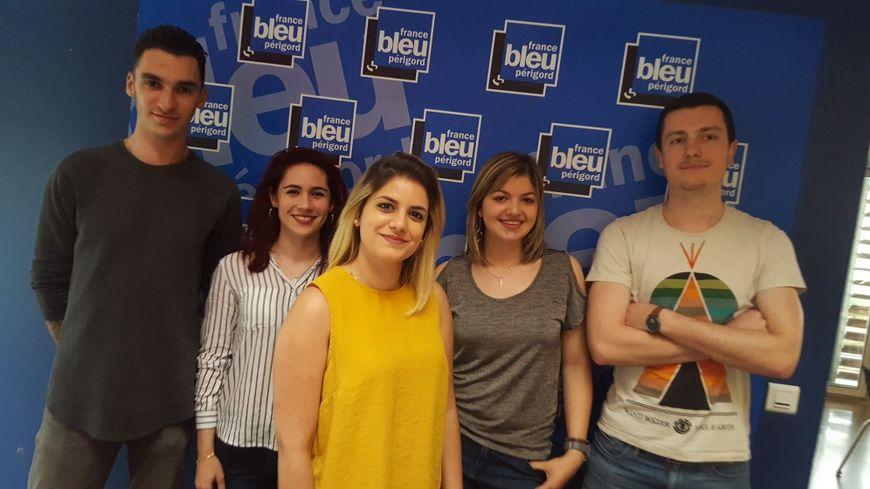 Charley, Natacha, Alison, Clémence et Luc, cinq apprentis.