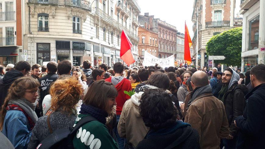 Le défilé toulousain du 1er Mai rue de Metz